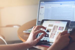 תוכנות בעיצוב גרפי מעצבים פליירים ומוצרי פרסום