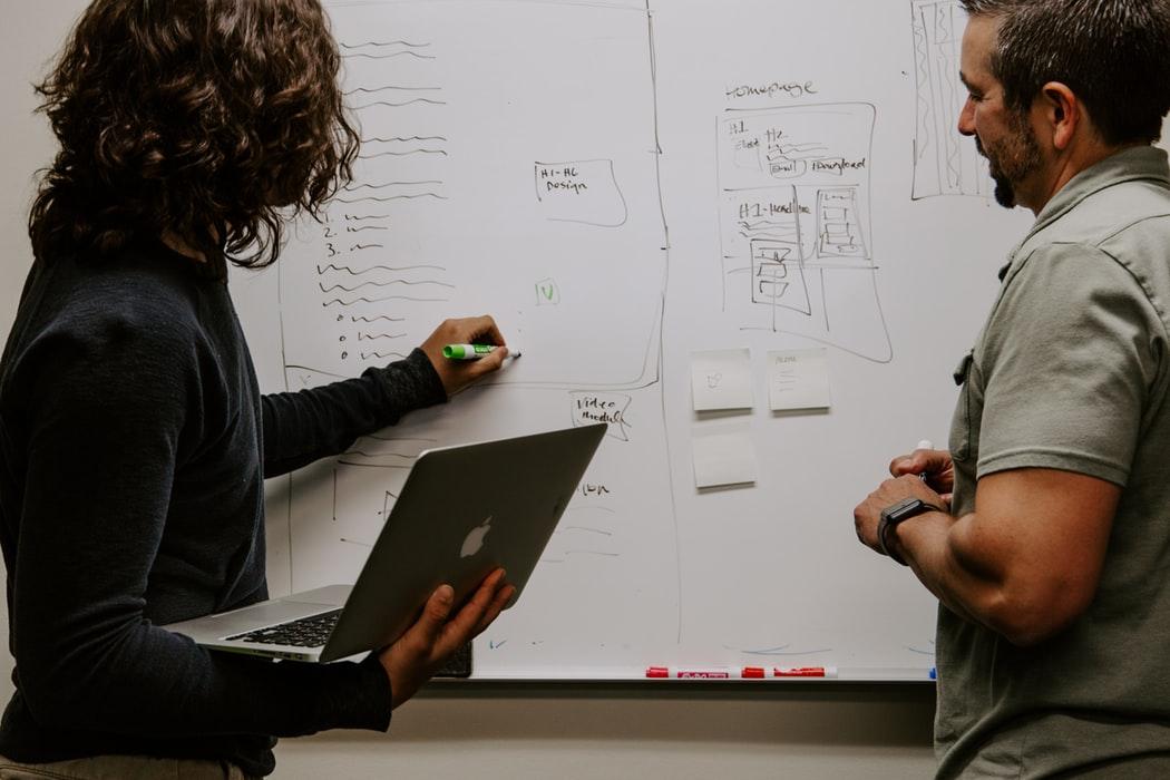 שכר מאפיינים ומעצבי חווית משתמש